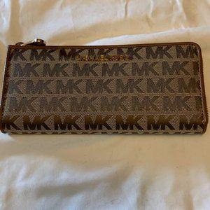 Michael Kors 3 quarter zip wallet